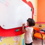 آیا آموزش نوشتار به کودکان لطمه وارد میکند؟